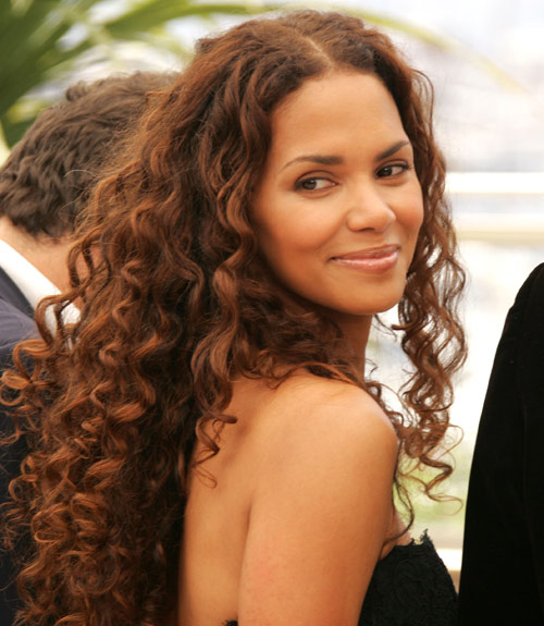 54fea28534c7b-halle-berry-curly-hg-xl