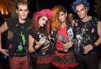 model-cindy-crawford-and-her-family-dressed-as-punks