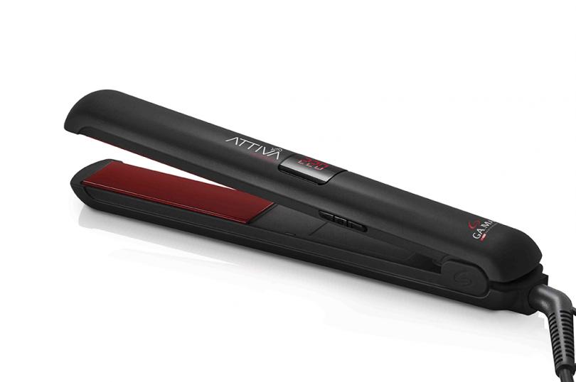 La plancha Attiva Digital Tourmaline garantiza resultados perfectos y lacios sin frizz, brindando mayor protección al cabello durante el peinado debido a sus patines recubiertos de Tourmaline.
